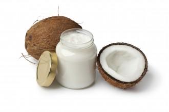 Trois Manières d'Améliorer la Santé Bucco-Dentaire avec l'Huile de Coco